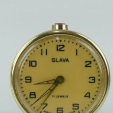 Réveils anciens: ANTIGUO RELOJ DESPERTADOR A CUERDA NEGRO MARCA SLAVA RUSIA AÑOS 60-70. Lote 265138344