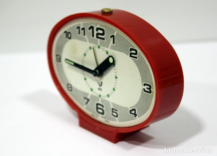 Despertadores antiguos: Reloj despertador JAZ - Ovalado. Made in Spain. - Foto 4 - 265453214