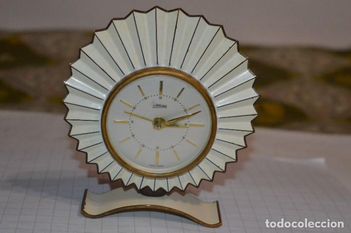 Despertadores antiguos: ART DECÓ / Vintage - RELOJ despertador - KAISER / Made In Germany / Carga manual - ¡Mira, precioso! - Foto 2 - 267671779