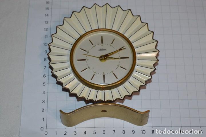 Despertadores antiguos: ART DECÓ / Vintage - RELOJ despertador - KAISER / Made In Germany / Carga manual - ¡Mira, precioso! - Foto 3 - 267671779