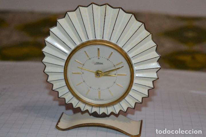 ART DECÓ / VINTAGE - RELOJ DESPERTADOR - KAISER / MADE IN GERMANY / CARGA MANUAL - ¡MIRA, PRECIOSO! (Relojes - Relojes Despertadores)