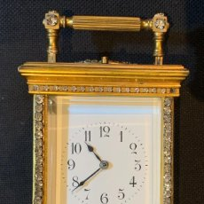Despertadores antiguos: RELOJ RIGUILLES FRANCES CARRO BRONCE ESMALTE FINAL SIGLO XIX. Lote 271015343