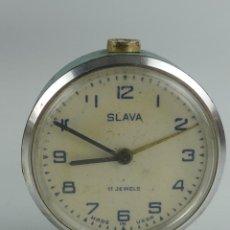 Despertadores antigos: ANTIGUO RELOJ DESPERTADOR A CUERDA VERDE MARCA SLAVA RUSIA AÑOS 60-70. Lote 275520253