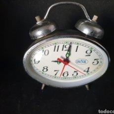 Despertadores antigos: ANTIGUO RELOJ DESPERTADOR DE CUERDA OMNIK. Lote 275580943
