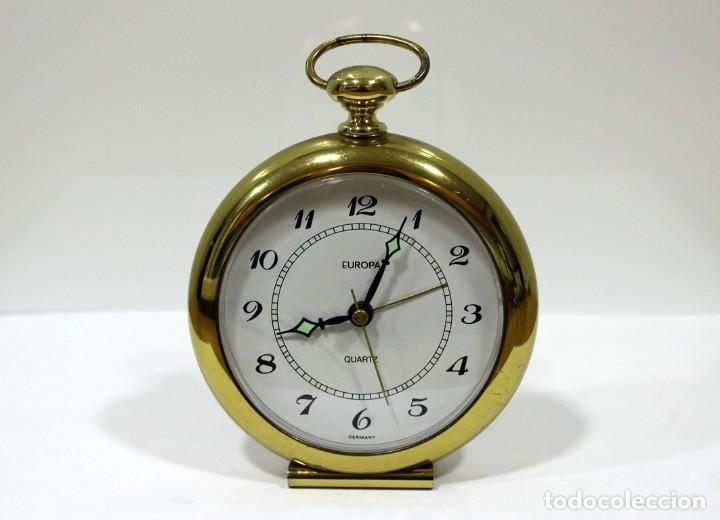 RELOJ DESPERTADOR EUROPA QUARTZ. BRONCE. GERMANY. RARO. FUNCIONANDO. (Relojes - Relojes Despertadores)