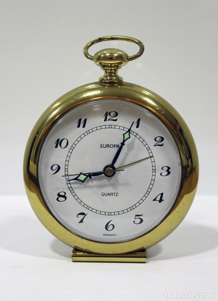 Despertadores antiguos: Reloj despertador EUROPA QUARTZ. BRONCE. GERMANY. RARO. FUNCIONANDO. - Foto 2 - 276620188