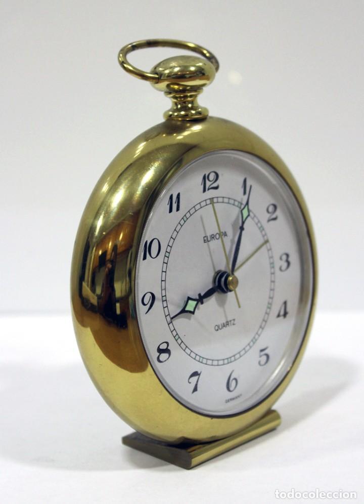 Despertadores antiguos: Reloj despertador EUROPA QUARTZ. BRONCE. GERMANY. RARO. FUNCIONANDO. - Foto 3 - 276620188