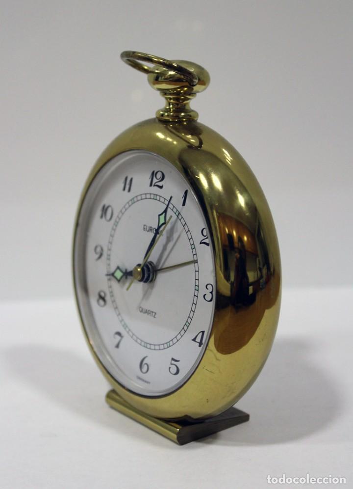 Despertadores antiguos: Reloj despertador EUROPA QUARTZ. BRONCE. GERMANY. RARO. FUNCIONANDO. - Foto 4 - 276620188