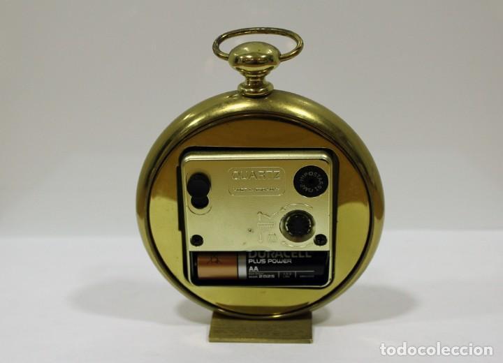 Despertadores antiguos: Reloj despertador EUROPA QUARTZ. BRONCE. GERMANY. RARO. FUNCIONANDO. - Foto 6 - 276620188