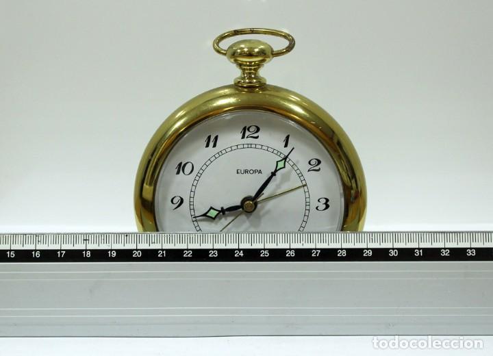 Despertadores antiguos: Reloj despertador EUROPA QUARTZ. BRONCE. GERMANY. RARO. FUNCIONANDO. - Foto 9 - 276620188