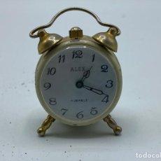 Despertadores antiguos: RELOJ/DESPERTADOR DE SOBREMESA EN MINIATURA. MARCA ALEX.. Lote 277679303