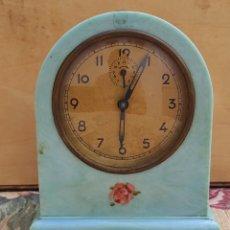 Despertadores antiguos: RELOJ DESPERTADOR NACARADO EN AZUL. Lote 279361993
