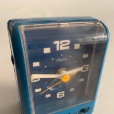 Despertadores antiguos: ANTIGUO RELOJ DESPERTADOR AÑOS 60-70 RHYTHM TRANSISTOR ALARM VINTAGE AZUL. Lote 279427808