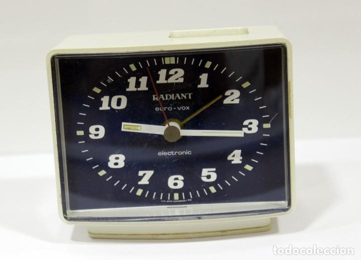 RELOJ DESPERTADOR RADIANT EURO - VOX ELECTRONIC . FUNCIONANDO. MADE IN GERMANY. MUY BONITO. FUNCIONA (Relojes - Relojes Despertadores)
