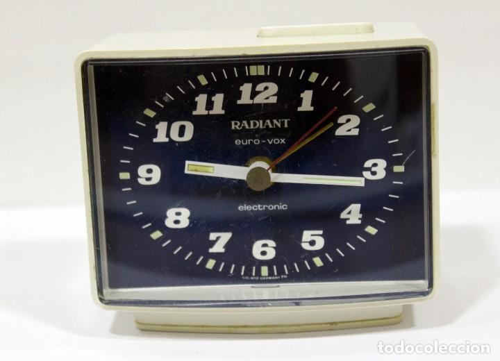 Despertadores antiguos: Reloj despertador RADIANT EURO - VOX ELECTRONIC . FUNCIONANDO. MADE IN GERMANY. MUY BONITO. FUNCIONA - Foto 2 - 283784983