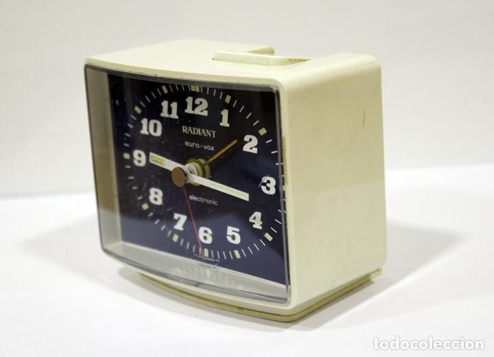 Despertadores antiguos: Reloj despertador RADIANT EURO - VOX ELECTRONIC . FUNCIONANDO. MADE IN GERMANY. MUY BONITO. FUNCIONA - Foto 3 - 283784983