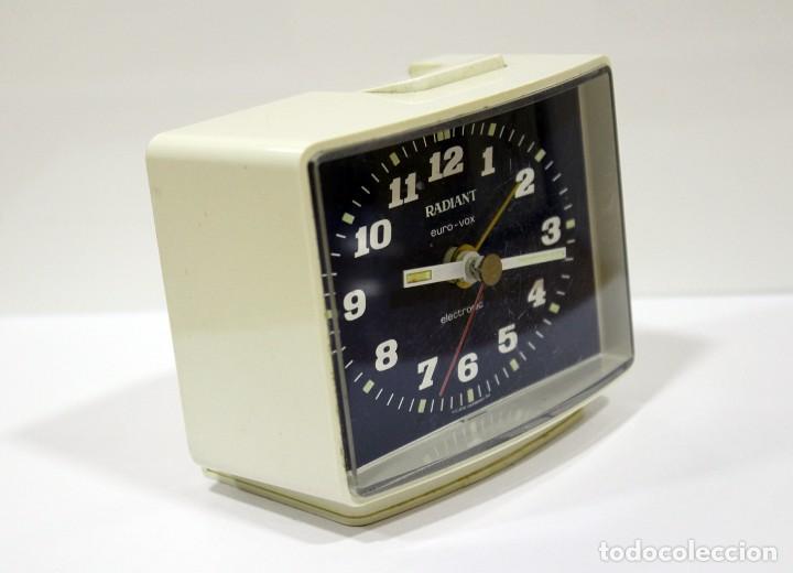Despertadores antiguos: Reloj despertador RADIANT EURO - VOX ELECTRONIC . FUNCIONANDO. MADE IN GERMANY. MUY BONITO. FUNCIONA - Foto 4 - 283784983