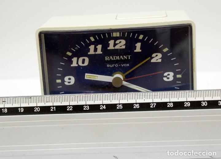 Despertadores antiguos: Reloj despertador RADIANT EURO - VOX ELECTRONIC . FUNCIONANDO. MADE IN GERMANY. MUY BONITO. FUNCIONA - Foto 9 - 283784983