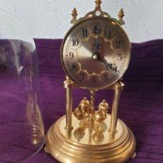 Despertadores antiguos: ANTIGUO RELOJ DE CUPULA CRISTAL HERMLE. Lote 293520983