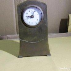 Despertadores antiguos: DESPERTADOR MUEBLE DE LATÓN LOT 235. Lote 293841363