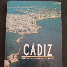 Diccionarios: CÁDIZ , LIBRO DE LA CIUDAD DE CÁDIZ, CITY BOOK. Lote 201207682