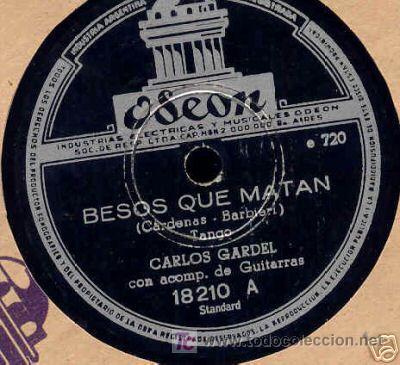 DISCO DE GRAMOFONO DE CARLOS GARDEL, BESOS QUE MATAN (Música - Discos - Pizarra - Solistas Melódicos y Bailables)