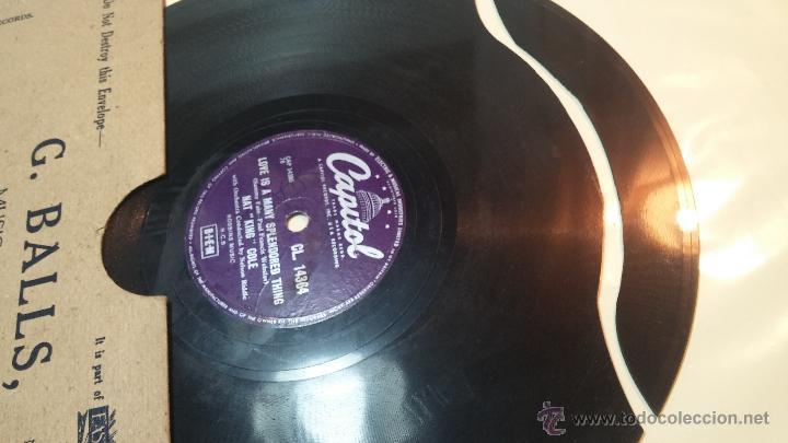 Discos de pizarra: Disco de pizarra antiguo, NAT KING COLE, un trozo del filo del disco está partido - Foto 4 - 53532018