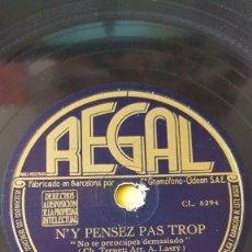 Discos de pizarra: DISCO 78 RPM - REGAL - CHARLES TRENET - ORQUESTA - N´Y PENSEZ PAS TROP - DOUCE FRANCE - PIZARRA. Lote 152032702