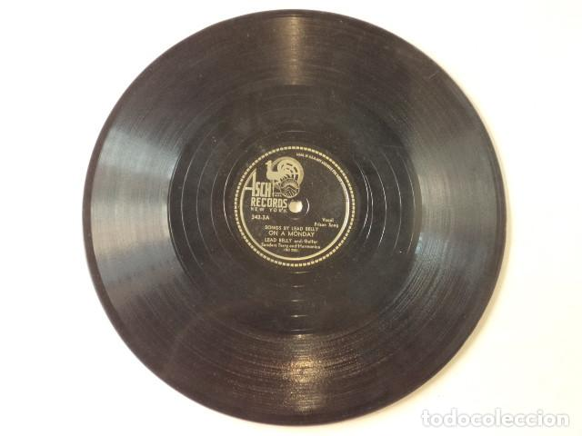 Discos de pizarra: ÁLBUM CON 3 DISCOS 78 RPM SONGS BY LEAD BELLY ACOMPANIED BY SONNY TERRY - USA - Foto 7 - 171106508