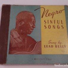 Discos de pizarra: ÁLBUM CON 5 DISCOS 78 RPM NEGRO SINFUL SONGS SUNG BY LEAD BELLY - USA. Lote 171106839