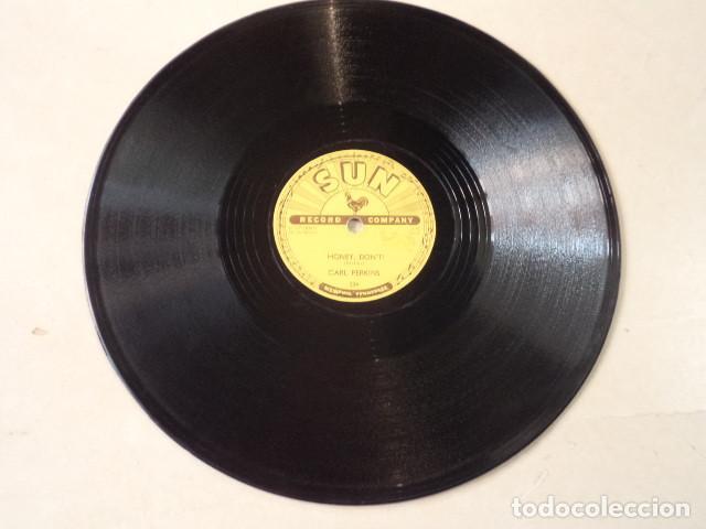 Discos de pizarra: DISCO 78 RPM CARL PERKINS - BLUE SUEDE SHOES/HONEY, DONT ! - SUN RECORDS - USA - Foto 4 - 171107163