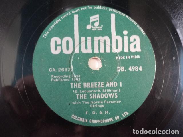 Discos de pizarra: DISCO 78 RPM THE SHADOWS - FOOT TAPPER/THE BREEZE AND I - INDIA - Foto 3 - 171107247