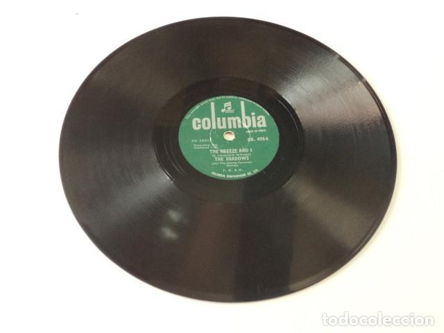Discos de pizarra: DISCO 78 RPM THE SHADOWS - FOOT TAPPER/THE BREEZE AND I - INDIA - Foto 4 - 171107247
