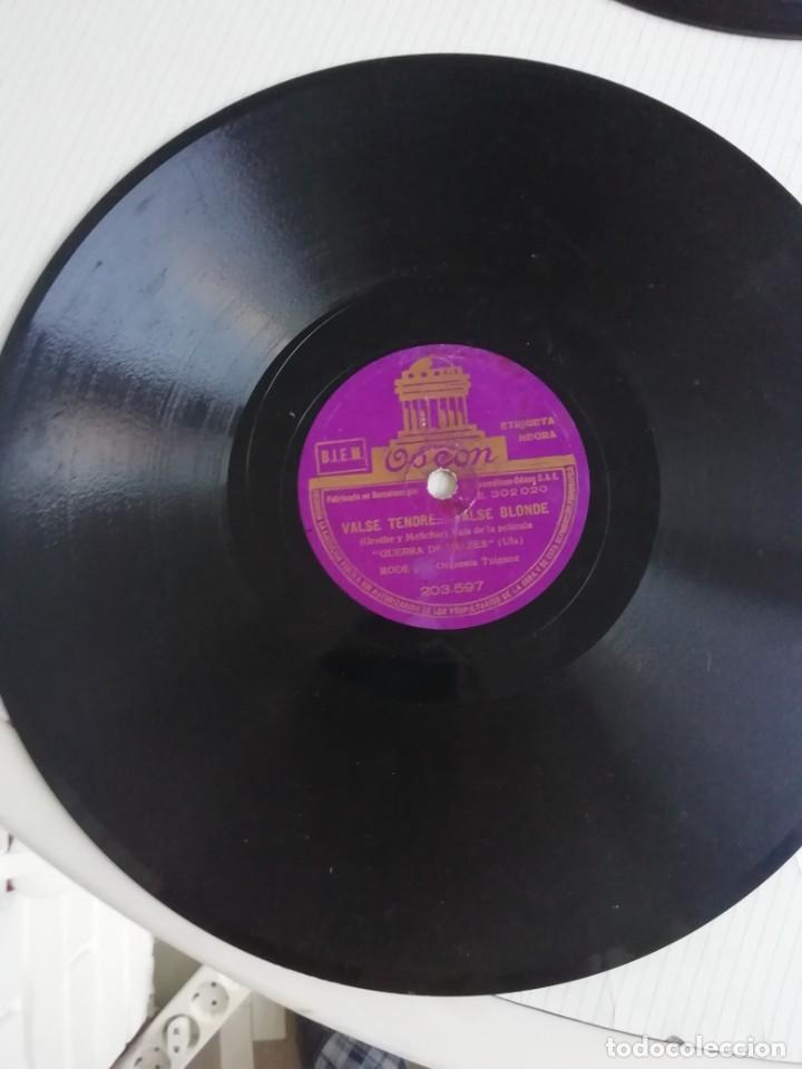 DISCOS EN BAKELITA CON MÚSICA DE LOS AÑOS 30 CINCO UNIDADES (Música - Discos - Pizarra - Solistas Melódicos y Bailables)