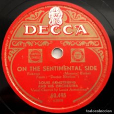 Discos de pizarra: LOUIS ARMSTRONG AND HIS ORCHESTRA, IT'S WONDERFUL, ON THE SENTIMENTAL SIDE, DECCA 60495, 10 PULGADAS. Lote 191612020