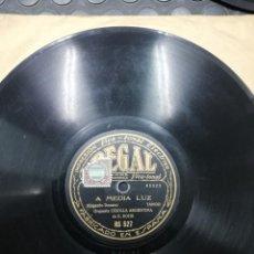 Discos de pizarra: DISCO DE PIZARRA. A MEDIA LUZ Y TAITA. ORQUESTA CRIOLLA ARGENTINA DE E .BHOR Y BIANCO BACHICHA.. Lote 194317647
