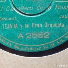 Discos de pizarra: PIZARRA COLUMBIA A 2552 - TEJADA Y SU ORQUESTA - EL CABALLEROO DE LA ROSA - EL DANUBIO AZUL. Lote 196565604