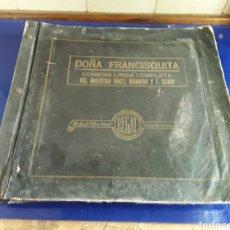 Discos de pizarra: ANTIGUO ÁLBUM COMPLETO DE DISCOS DE PIZARRA DE 29CM DE LA COMEDIA LÍRICA DOÑA FRANCISQUITA(REGAL). Lote 200803240