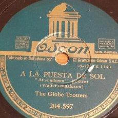 Discos de pizarra: PIZARRA !! THE GLOBE TROTTERS / A LA PUESTA DE SOL - MI NOVIA SAL / ODEON - 25 CM / BUEN ESTADO. Lote 210196465