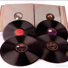 Discos de pizarra: ÁLBUM CON 12 DISCOS DE GRAMÓFONO ANTIGUOS. MÚSICA CLÁSICA Y POPULAR. ÁLBUM ORIGINAL. Lote 227193305