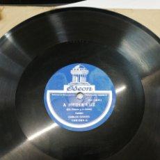 Discos de pizarra: DISCO 78RPM CARLOS GARDEL- A MEDIA LUZ/MI MOCOSITA. Lote 245215065
