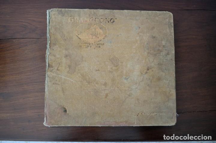ALBUM GRAMÓFONO CON 10 DISCOS DE PIZARRA ESPAÑOLES E ITALIANOS AÑOS 30 - 40 (Música - Discos - Pizarra - Solistas Melódicos y Bailables)