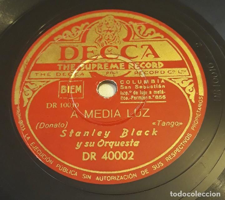 PIZARRA. 78 RPM. DECCA. Nº CAT: DR 40002. STANLEY BLACK Y SU ORQUESTA. A MEDIA LUZ / CONDEÑA (Música - Discos - Pizarra - Solistas Melódicos y Bailables)