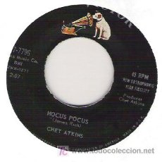 Discos de vinilo: CHET ATKINS WITH THE BOB THOMPSON STRINGS - HOCUS POCUS / TE DARK AT THE TOP OF STAIRS. Lote 6076920