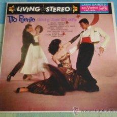 Discos de vinilo: TITO PUENTE AND HIS ORCHESTRA ( DANCING UNDER LATIN SKIES ) USA LP33 RCA VICTOR. Lote 9291116
