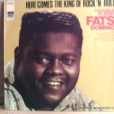 Discos de vinilo: FATS DOMINO --- HERE COMES THE KING OF ROCK ´N´ROLL. Lote 12968295