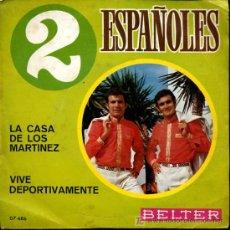 Discos de vinilo: LOS 2 ESPAÑOLES - LA CASA DE LOS MARTINEZ / VIVE DEPORTIVAMENTE - SINGLE 1970. Lote 15583063