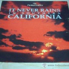 Discos de vinilo: 12 - MAXI - THE INMORTALES - IT NEVER RAINS MEGEBEAT 1992 VALENCIA. Lote 26632513