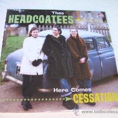 Discos de vinilo: LP THEE HEADCOATEES HERE COMES CESSATION GARAGE VINILO ROJO. Lote 26430857