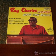 Discos de vinilo: RAY CHARLES EP THE GENIUS HITS THE ROAD. Lote 18895061
